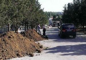 Пасха - Янукович - Херсонес спешно приводят в порядок к пасхальному визиту Януковича