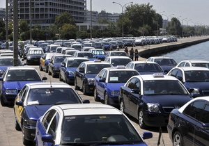 Греческие таксисты блокируют передвижение туристов