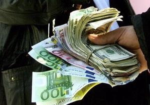 Арбузов считает, что по теневому рынку валюты нанесен серьезный удар. СМИ сообщают об активизации  менял