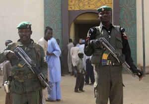 Парламент Нигерии ввел наказание за  публичное проявление любовных однополых отношений