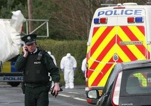 В Северной Ирландии неизвестные взорвали автомобиль рядом с полицейским участком