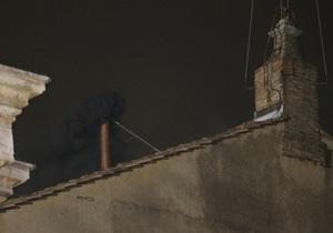 Выборы папы римского: над конклавом поднялся черный дым