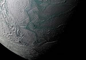 Зонд Кассини обнаружил в недрах спутника Сатурна океан с соленой водой