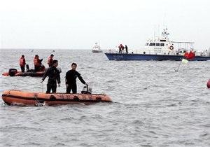 У берегов Кореи танкер взорвался и затонул