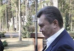 Янукович высадил аллею дубов