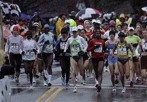 В Филадельфии участник забега сделал предложение своей возлюбленной прямо во время марафона