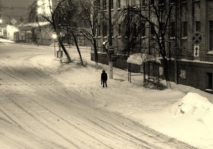 Черновецкий просит киевлян с пониманием отнестись к снегу во дворах
