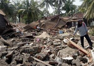 Число жертв цунами в Индонезии превысило 300 человек