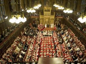 В Британии членов Палаты лордов впервые за 350 лет отстранили от занимаемых постов