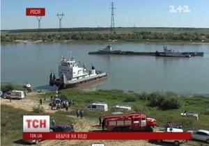 В России при столкновении баржи с теплоходом погибли шесть человек, около 50 пострадали