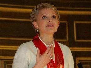 На Хортице Тимошенко подарили булаву, каравай и флаг
