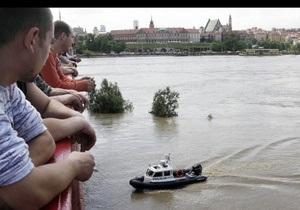 На Варшаву обрушилась мощная буря: затоплено метро, часть города обесточена