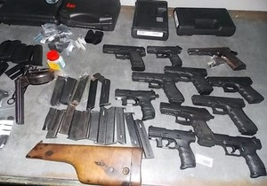 новости Львовской области - оружие - контрабанда - Во Львовской области мужчина пытался переправить через границу 11 пистолетов