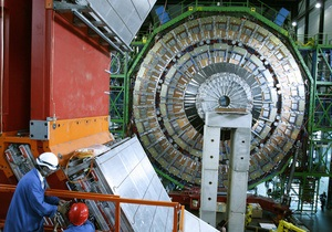 Большой адронный коллайдер поймал частицу, содержащую  красивый  кварк и  странный  антикварк
