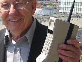 Мобильному телефону исполнилось 25 лет