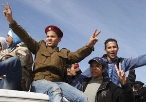 В аэропорту Триполи 100 ливийцев пытались заблокировать тунисский самолет