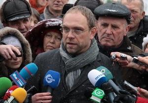 Руководство колонии не пускает Власенко к Тимошенко