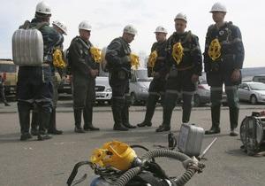 Число жертв взрыва  на шахте Распадская растет. Медведев требует довести спасательные операции до конца