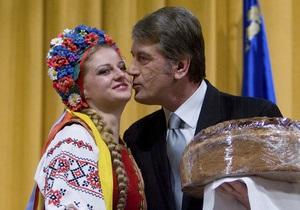 Ющенко и Литвин поздравили женщин с 8 марта