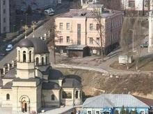 В Киеве на территории Октябрьской больницы произошел оползень