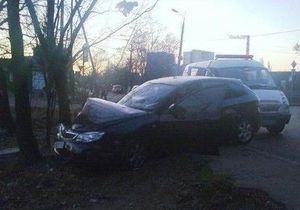 В Киеве нетрезвый сотрудник СТО угнал Subaru клиентки