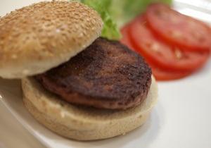 Новости Великобритании - бургер из пробирки: В Великобритании съели первый синтетический гамбургер стоимостью 250 тыс евро
