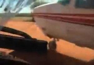 Бразильские полицейские протаранили самолет наркоторговцев, чтобы остановить их
