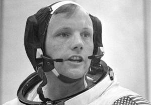 В США сотрудник таможни пытался продать декларацию известного космонавта за тысячу долларов