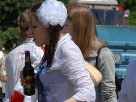 Киевские власти намерены убрать с территории школ киоски по продаже табака и алкоголя