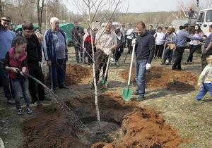 новости Киева - Попов и Вилкул посадили в столичном парке клены