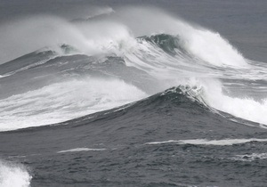 Сильные волны повредили круизный лайнер в Средиземном море: два человека погибли