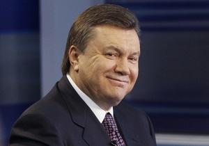 Янукович поздравил короля Таиланда с днем рождения