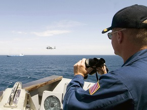 Силы НАТО отразили атаку сомалийских пиратов на турецкий сухогруз