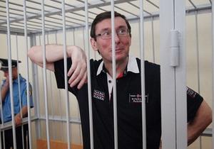 Сегодня возобновляются слушания по делу Луценко