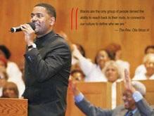 Американский священник читает проповеди в стиле хип-хоп