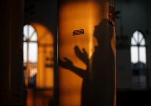 Во Франции неизвестные положили у входа в мечеть свиные головы