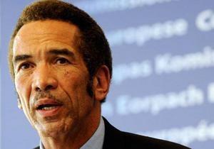 Гепард расцарапал лицо президенту Ботсваны