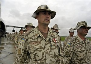 Янукович одобрил закон об участии украинских миротворцев в части боевых операций