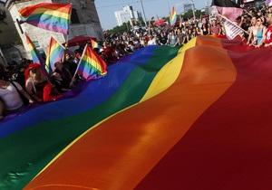 ЛГБТ-флешмоб в Петербурге собрал около 300 человек, ОМОН сдерживает противников акции