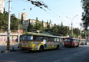 На ЮБК прекращено движение троллейбусов: неизвестные срезали 900 метров проводов