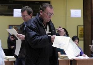 Во Львове и области избиратель угрожал самосожжением, а другой разбил стекло на участке