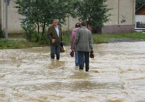 Наводнение на западе Украины: около тысячи человек вынуждены покинуть свои дома