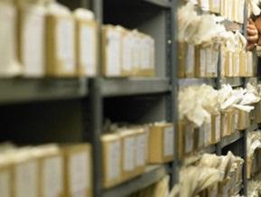 СБУ передала Польше рассекреченные архивы о сталинских репрессиях