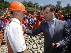 Медведеву не хватало девчонок в стройотрядах