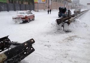 В Киеве на Шулявке водители спилили отбойник, чтобы выбраться из пробки