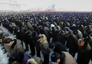На митинг в память о Ким Чен Ире в Пхеньяне пришли сто тысяч человек