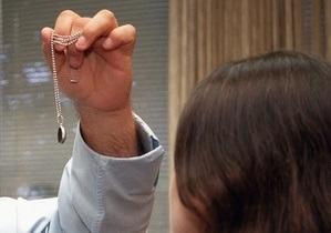 В Москве мошенницы с помощью гипноза отняли у жертвы более миллиона рублей
