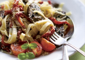 Новости здоровья - правильное питанеи: Ученые рассказали, как столовые приборы влияют на вкус еды