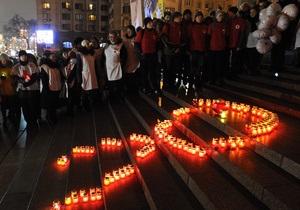 Всемирный день борьбы со СПИДом: Завтра Монумент Независимости в Киеве подсветят красным цветом