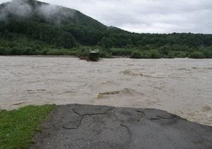 В Карпатах из-за селевого потока прервано сообщение с погранзаставой и селом